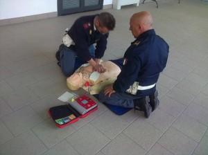 Agenti della Polizia durante l'esercitazione pratica