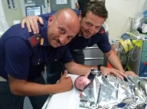 La pattuglia intervenuta con il neonato al Pronto Soccorso di Ragusa