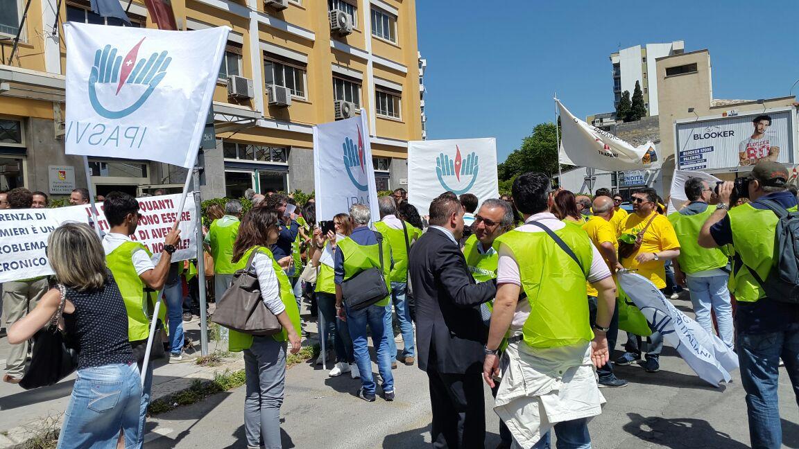 3 Giugno 2015 Manifestazione degli infermieri presso l'Ass alla Salute.